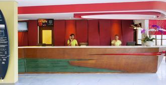 巴厘岛全季勒吉安酒店 - 库塔 - 柜台