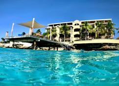 贝拉芳 - 豪华海滨酒店 - 克拉伦代克 - 游泳池