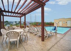 加尔维斯顿旅馆及套房酒店 - 加尔维斯敦 - 游泳池