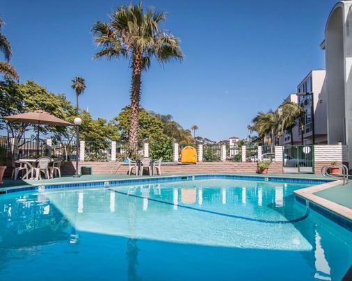 罗德威海滨旅馆 - 奥欣赛德 - 游泳池