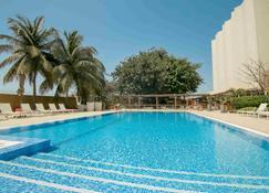 诺富特达喀尔酒店 - 达喀尔 - 游泳池