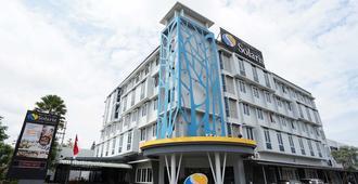 索拉斯玛琅酒店 - 玛琅