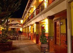 墨西哥广场玛格丽塔酒店 - 克雷尔 - 建筑