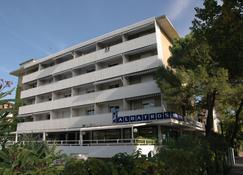 阿尔巴托斯公寓酒店 - 利尼亚诺萨比亚多罗 - 建筑