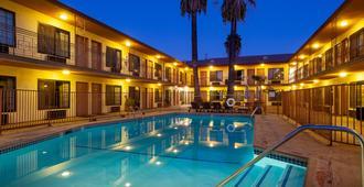 演播室城市庭院酒店 - 洛杉矶 - 游泳池