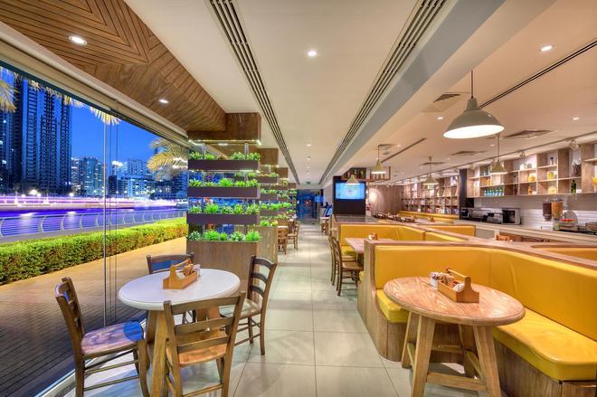 珍珠滨海公寓 - 迪拜 - 酒吧