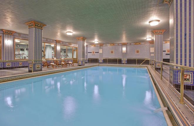 洛杉矶巴尔地摩千禧酒店 - 洛杉矶 - 游泳池