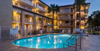 贝斯特韦斯特国际大道酒店 - 奥兰多 - 游泳池