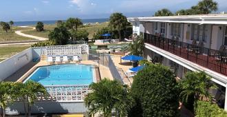 海滨度假村汽车旅馆 - 金银岛 - 游泳池