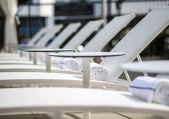 Lax坎布里亚酒店 - 埃尔塞贡多 - 游泳池