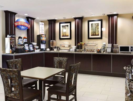 维多利亚贝蒙特酒店及套房 - Victoria - 自助餐