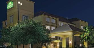 圣安东尼奥北石橡树温德姆拉昆塔套房酒店 - 圣安东尼奥 - 建筑