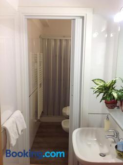卡莫里亚食宿酒店 - 锡耶纳 - 浴室