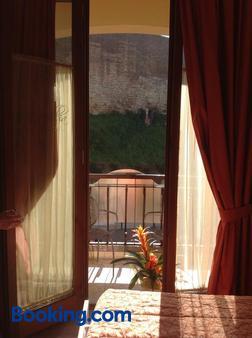 卡莫里亚食宿酒店 - 锡耶纳 - 阳台