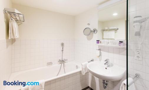 萨达斯特尔艾姆罗密特姆酒店 - 科隆 - 浴室