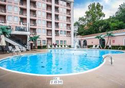 布兰森凯瑞华晟酒店 - 布兰森 - 游泳池