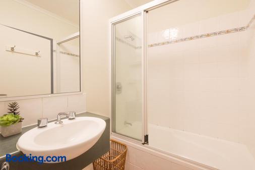 凯恩斯珊瑚树酒店 - 凯恩斯 - 浴室