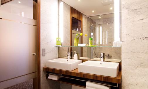 杜塞尔多夫德拉格生活酒店 - 杜塞尔多夫 - 浴室