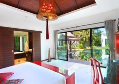 贝尔泳池别墅度假村 - 卡玛拉 - 睡房