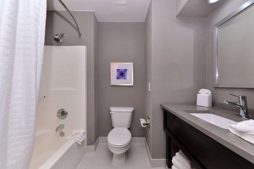 凯富套房酒店-弗里斯科-普莱诺弗里斯科 - 弗赖拉辛 - 浴室