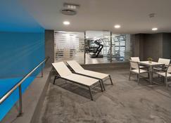 Nh瓦伦西亚拉斯艾特斯酒店 - 巴伦西亚 - 游泳池