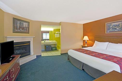 加特林堡市区会议中心速8酒店 - 加特林堡 - 睡房