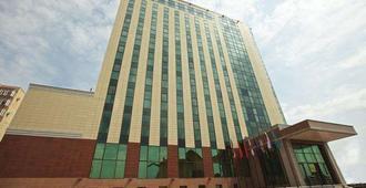 阿斯塔纳卡佐尔酒店 - 努尔苏丹