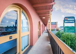甘比尔山联邦大酒店 - 干比尔山 - 阳台