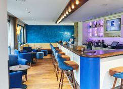 沃斯特洛斯彻德萨特杜瑞特酒店&奥斯特瑟拜德水疗中心 - Ostseebad Wustrow - 酒吧