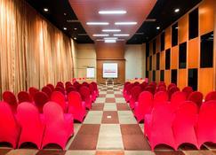 泗水麦克斯大厦最爱酒店 - 泗水 - 会议室