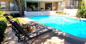 德威格怀兰小屋旅馆 - 帕尔 - 游泳池