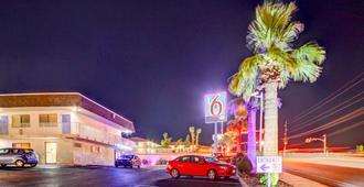 圣乔治6号汽车旅馆 - 圣乔治 - 户外景观