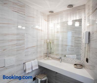 维托里奥酒店 - 代森扎诺-德尔加达 - 浴室