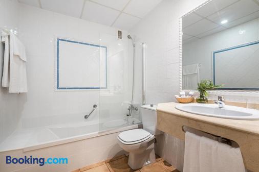 因图尔博内尔酒店 - 贝尼卡西姆 - 浴室