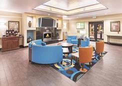 休斯敦霍比机场温德姆拉昆塔套房酒店 - 休斯顿 - 大厅