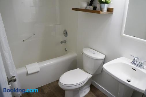 迈凯轮住宿加早餐旅舍 - 戈尔登 - 浴室