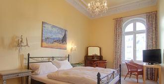 你的房间酒店 - 汉堡 - 睡房