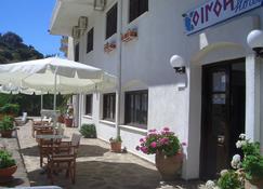 奥伊诺伊旅馆 - 伊卡里亚岛 - 露台