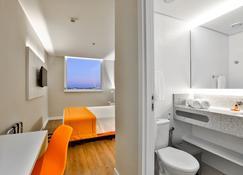 瑟拉出发旅馆 - Carapina - 浴室