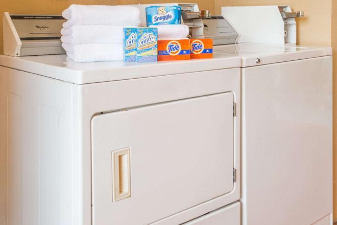 奥卡拉北戴斯酒店 - 奥卡拉 - 洗衣设备