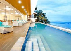 塔盖泰湖景酒店 - 大雅台 - 游泳池