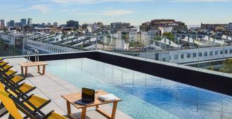 巴塞罗那市博加特尔宜必思尚品酒店 - 巴塞罗那 - 游泳池