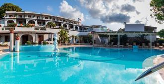 特利托尼利帕里酒店 - 利帕里 - 游泳池
