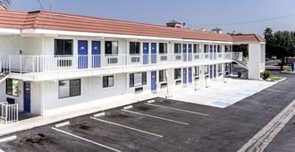 第6弗雷斯诺汽车旅馆 - 北巴求大道 - 弗雷斯诺 - 建筑