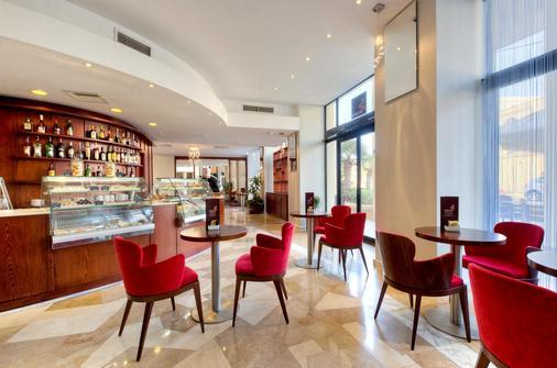 马耳他科林西亚海滩海滨度假酒店 - 圣朱利安斯 - 酒吧