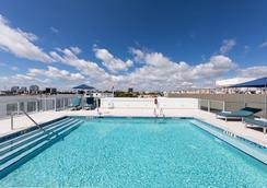 企鹅酒店 - 迈阿密海滩 - 游泳池