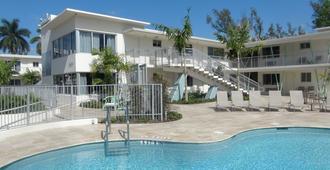 宁静北海滩 A 度假村酒店 - 劳德代尔堡 - 游泳池