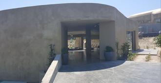安德罗尼斯概念健康度假村 - 费拉 - 户外景观