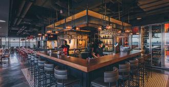 西贡中心铂尔曼酒店 - 胡志明市 - 酒吧