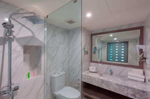 查纳莱鲜花度假酒店 - 卡伦海滩 - 浴室